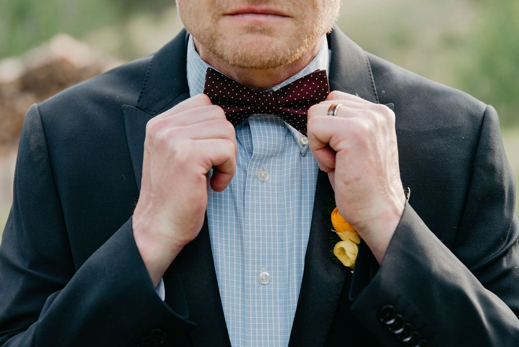 groom and his bow tie