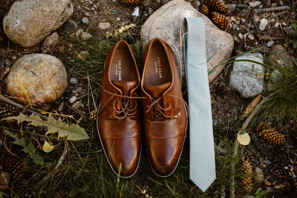 Grooms details - shoes and tie