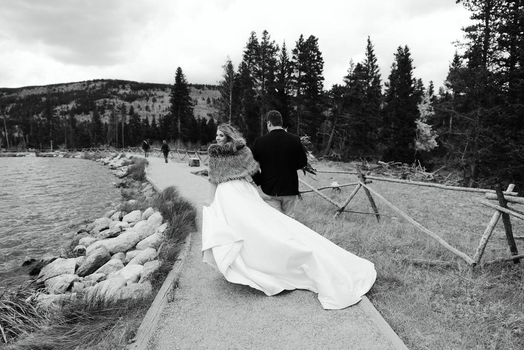 Bride and Groom have wedding at sprague lake in RMNP